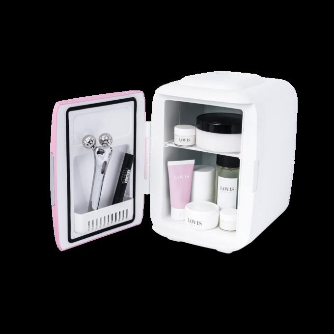 Makeup Fridge ist die funktionellste und schönste Ergänzung für jedes Badezimmer oder jede Eitelkeit. Halte deine Makeup-/Hautpflegeprodukte länger frisch und erlebe eine herrlich kühle Gesichtsmaske.